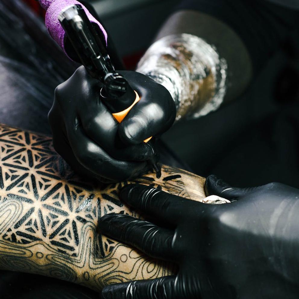 Black Gloves Tatoo
